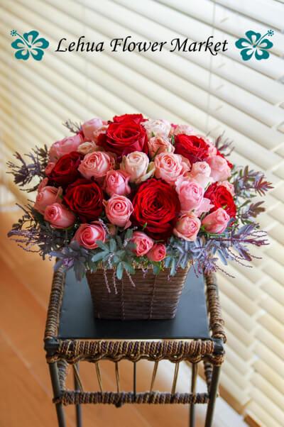 銀葉アカシアと薔薇のアレンジ